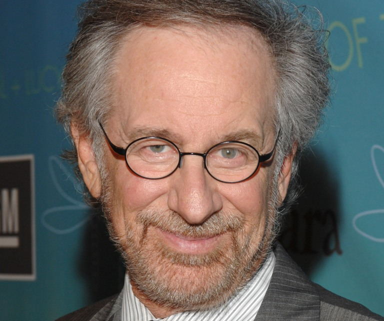 Steven Spielberg; The Man responsible for Jurassic Park, E.T., Indiana Jones & Falling Skies is bringing Halo to the Small Screen.